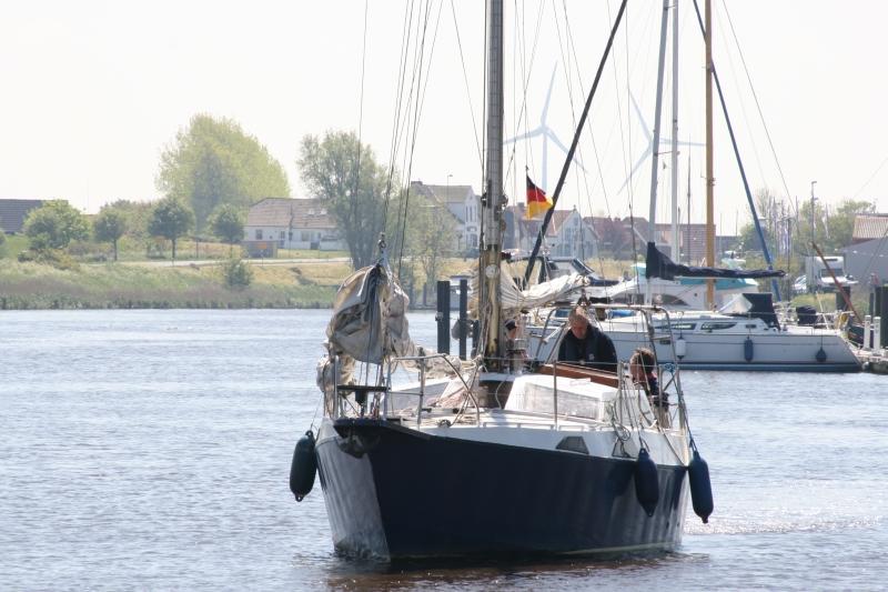 Schiff der Segelschule Harlesail läuft aus zum Segeltörn